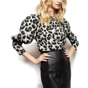 NWOT Gracia gray leopard print top!